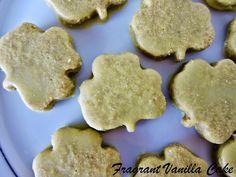 Raw Vanilla Mint Shamrock Cookies from Fragrant Vanilla Cake Raw Vegan Desserts, Raw Vegan Recipes, Vegan Food, Baking Recipes, Whole Food Recipes, Clean Eating Sweets, Healthy Treats, Healthy Food, Fast Dinner Recipes