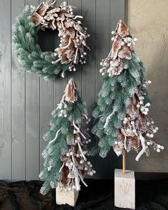 Creative idea for DIY an artificial tiny Christmas tree. This is the style I have never seen before but it looks so cool in this combination with a few the same trees and Xmas whreath. Christmas Flower Decorations, Unique Christmas Cards, Christmas Floral Arrangements, Christmas Flowers, Christmas Wreaths, Christmas Crafts, Christmas Ornaments, Holiday Decor, Christmas Christmas