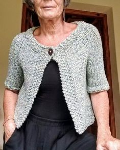 SAQUITO 1 BOTÓN - Patrón junio Crochet Cardigan Pattern, Crochet Toys, Free Pattern, Knitting, Sweaters, Tops, Design, Fashion, Crochet Cardigan