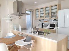 暮らし始めて4年、実体験をもとに本音に迫ります。nuts_icubeさんのキッチンを探索!【一条工務店 i-cube】 Japanese Kitchen, Japanese House, Small Apartments, Small Spaces, Japan Apartment, Condominium, Kitchen Interior, New Homes, House Design