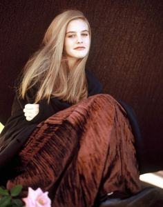 Picture of Alicia Silverstone Alicia Silverstone Young, Pretty People, Beautiful People, Beautiful Witch, Beautiful Women, Berry, Mean Girls, Fair Skin, Queen