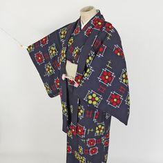 Wool emsamble kimono set / 赤や黄色の柄が若々しいウールアンサンブル http://www.rakuten.co.jp/aiyama #Kimono #Japan #aiyamamotoya