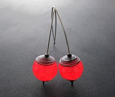 Das rote Glühen (Red Igniting). Faux glass earrings by Kathrin Neumaier, made using Pardo translucent polymer clay.