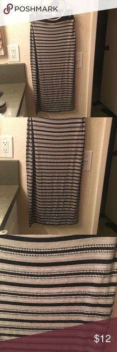 Old Navy Black and White maxi fitted skirt Very soft Old Navy knee length skirt in good used condition! I love it, but I won't wear high waisted things Old Navy Skirts Pencil