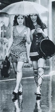 Women in mini skirt walking in Ginza - Japan - 1970 70s Fashion, Vintage Fashion, Fashion Outfits, Vintage Japanese, Japanese Girl, Autos Ford, Vintage Photographs, Vintage Photos, Girls Slip