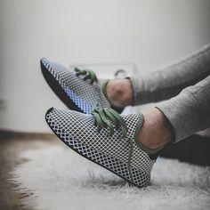 adidas Originals Deerupt: White/Olive Green