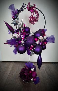 Purple Christmas Decorations, Christmas Flower Arrangements, Christmas Lanterns, Christmas Centerpieces, Diy Christmas Ornaments, Ornament Crafts, Christmas Projects, Holiday Crafts, Christmas Scenes