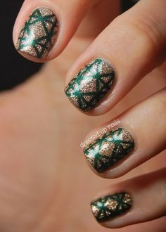 Gold + Green = The perfect Christmas nail combo!