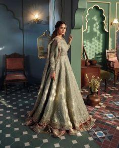 Simple Pakistani Dresses, Pakistani Wedding Outfits, Pakistani Bridal Wear, Bridal Outfits, Wedding Attire, Indian Dresses, Indian Outfits, Bridal Mehndi Dresses, Nikkah Dress