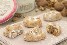 pastries with walnuts 1 Italian Cookie Recipes, Sicilian Recipes, Italian Cookies, Italian Desserts, Mini Desserts, Delicious Desserts, Dessert Recipes, Nutella, Biscotti Cookies