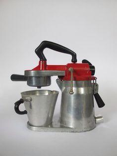 alte porzellan kaffeemaschine aromator gelb kaffeekocher 60er kaffeebereiter alte espresso. Black Bedroom Furniture Sets. Home Design Ideas