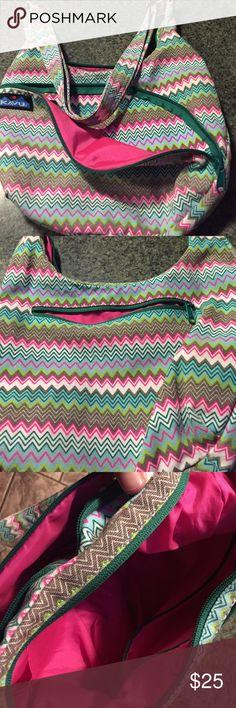 😊😊Kavu Bag Chevron design. Cotton. Pristeen condition. Bright pink interior. kavu Bags Crossbody Bags