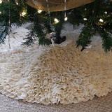 Love love love ruffles!! A xmas tree skirt!