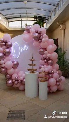 Shark Party Decorations, Birthday Balloon Decorations, Girl Baby Shower Decorations, 1st Birthday Balloons, 1st Birthday Girls, 40th Birthday Parties, Winter Onederland Party Girl 1st Birthdays, 21st Bday Ideas, Balloon Garland