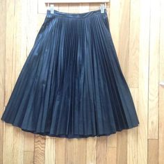 BCBGMaxAzria Faux-leather pleated skirt XS BCBGMaxAzria Faux-leather pleated skirt. XS. BCBGMaxAzria Skirts A-Line or Full