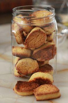 Biscuits citron et sésame - sans gluten et sans lait poudre d amande farine de rue et de maïs 1 oeuf un jus de citron huile....