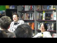 Brandon Sanderson tells Harriet that RJs WoT notes were long enough to crash Microsoft Word - YouTube