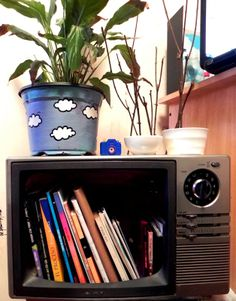 biblioteca con tele en deshuso