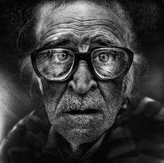 retratos em preto e branco de pessoas desabrigadas por lee jeffries