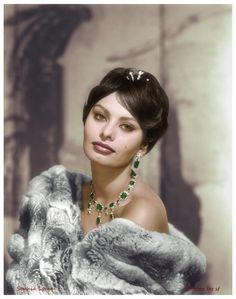 Sophia Loren: There is a fountain of youth: it is your mind, your talents, the creativity you bring to your life and the lives of the people you love. Old Hollywood Glamour, Golden Age Of Hollywood, Vintage Hollywood, Classic Hollywood, Sophia Loren Images, Italian Actress, Italian Beauty, Celebrity Portraits, Princesa Diana