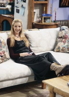 "Season 1, Episode 16: ""The One With Two Parts, Part 1"" - Kudrow hanging out on Monica's couch during the filming of the episode."