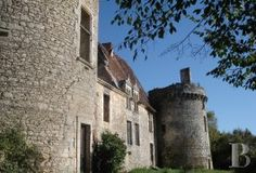 Impressive ruins of a listed, 15th & 16th century castle  in the Périgord region