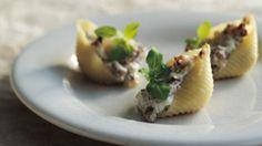 Gratinerede pasta fyldt med svampe | Samvirke.dk