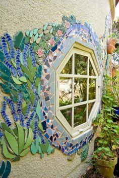 Mosaic garden wall- good for those little pockets of art around the garden Mosaic Crafts, Mosaic Projects, Diy Projects, Garden Projects, Art Crafts, Mosaic Glass, Mosaic Tiles, Glass Art, Stained Glass