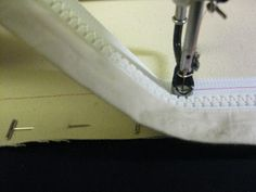 The Quilt Rambler: Attaching Zippers to Longarm Leaders Grace Quilting Frame, Quilting Frames, Longarm Quilting, Free Motion Quilting, Machine Quilting, Arm Machine, Handi Quilter, Tambour Embroidery, Sewing Techniques