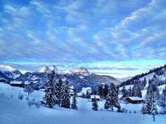 Blick vom Turbachtal in Richtung Gstaad. Cold Night, Spaces, Mountains, Nature, Travel, Naturaleza, Trips, Viajes, Traveling