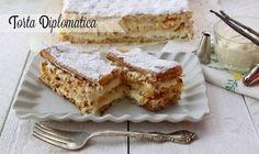 La torta diplomatica è un dolce estremamente buono con pasta sfoglia pan di Spagna e una deliziosa crema come farcia Ricetta torta diplomatica