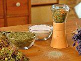 Bylinková sůl — Recepty — Kouzelné bylinky — Česká televize Korn