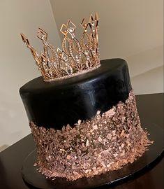 Queens Birthday Cake, 16 Birthday Cake, Birthday Cakes For Women, 30th Birthday Parties, Sweet 16 Birthday, Birthday Woman, 30th Birthday Ideas For Women, Elegant Birthday Cakes, Beautiful Birthday Cakes