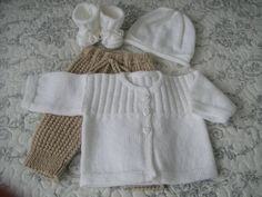More sets for these dear little ones – Knitting, crochet, comforters by Memie Cathy Crochet For Kids, Crochet Baby, Knit Crochet, Baby Vest, Baby Cardigan, Baby Knitting Patterns, Tricot Baby, Knit Baby Dress, Baby Wearing