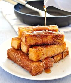 Cinnamon French Toast Sticks - Taste like cinnamon doughnuts and are on the table in 15 minutes. #breakfast #brunch
