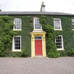 Tullymurry House is a beautiful Georgian manor house which has been completely restored by the Irish Landmark Trust into a fabulous holiday home.