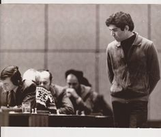 Kasparov observa a Karpov Garry Kasparov, Kings Game, Chess, Champion, Photos, Fictional Characters, Plaid, Fantasy Characters