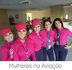 Mulheres na Aviação-Tripulação AZUL vestidas de rosa (Outubro Rosa)