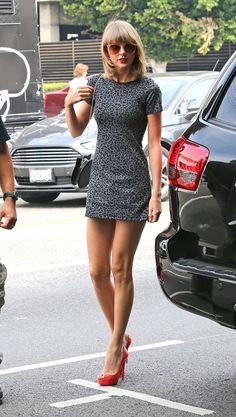 Outfits Which Proves Taylor Swift is The New Fashion Queen (34)