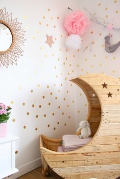 #DIY #Moon #Bed #Baby #Babyroom http://www.kidsdinge.com  https://www.facebook.com/pages/kidsdingecom-Origineel-speelgoed-hebbedingen-voor-hippe-kids/160122710686387?sk=wall    http://instagram.com/kidsdinge