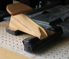 kneeling seat for canoe Wooden Boat Building, Boat Building Plans, Plywood Boat, Wood Boats, Canoe Trip, Canoe And Kayak, Canoe Camping, Canoe Seats, Utility Boat