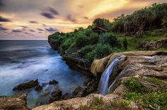 Sebagai salah satu tujuan wisata andalan di Indonesia, Yogyakarta juga merupakan surganya para pecinta pantai. Inilah sebagian pantai tersembunyi favorit kami.