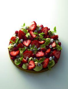 La veille, préparez la crème chantilly. Faites bouillir la crème dans une casserole avec la fleur de sel. Hachez le chocolat.…