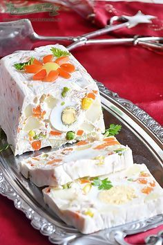 Rulada aperitiv cu legume Vanilla Cake, Camembert Cheese, Diy And Crafts, Food And Drink, Lose Weight, Appetizers, Cooking Recipes, Drinks, Desserts