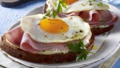 """""""Strammer Max"""" so called in germany, bread, ham and eggs. Dutch Recipes, Cooking Recipes, Typical Dutch Food, Belgium Food, Ham And Eggs, People Eating, High Tea, I Foods, Food To Make"""