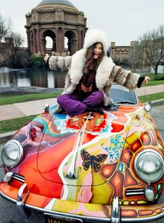 Janis Joplin and Her Psychedelic Porsche 1968 ~ Deep purples, plush fur & so much iconic style all in one place ~ Photo by Jim Marshall Woodstock, Acid Rock, Janis Joplin Frases, Janis Joplin Style, Rock And Roll, Rainha Do Rock, Moda Rock, Historia Do Rock, Ali Mcgraw