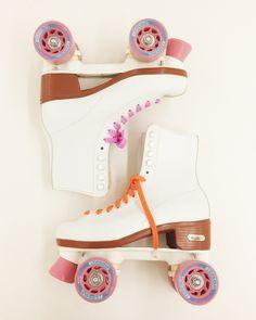 Roller Skates - Got to learn how to skate soon. Skater Girl Outfits, Skater Girls, Roller Derby, Roller Skating, Rio Roller, Outdoor Roller Skates, Quad, E Skate, Speed Skates