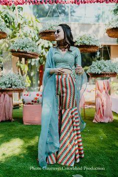 Bride wearing light sea green sharara #mehndioutfit #mehndilehenga #lehenga #lengha #lehngas #bridalwear #bridalfashion #fashion #weddingfashion #designer #indianwedding #ethinic #weddingwear Sharara, Mehendi, Designer Wear, Real Weddings, Indian, Sea, Bride, Green, How To Wear