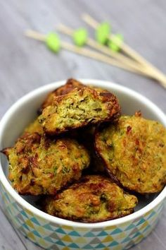 Zucchini dumplings with onion, curry and oatmeal - Amandine Cooking - Cuisine - Salad Recipes Healthy Easy Salad Recipes, Salmon Recipes, Healthy Dinner Recipes, Breakfast Recipes, Vegetarian Recipes, Paleo Breakfast, Simple Recipes, Vegetarian Meatballs, Albondigas