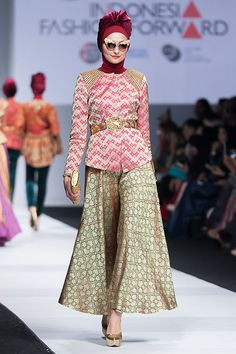 http://theactualstyle.com/jfw-2015-indonesia-fashion-forward-dian-pelangi/
